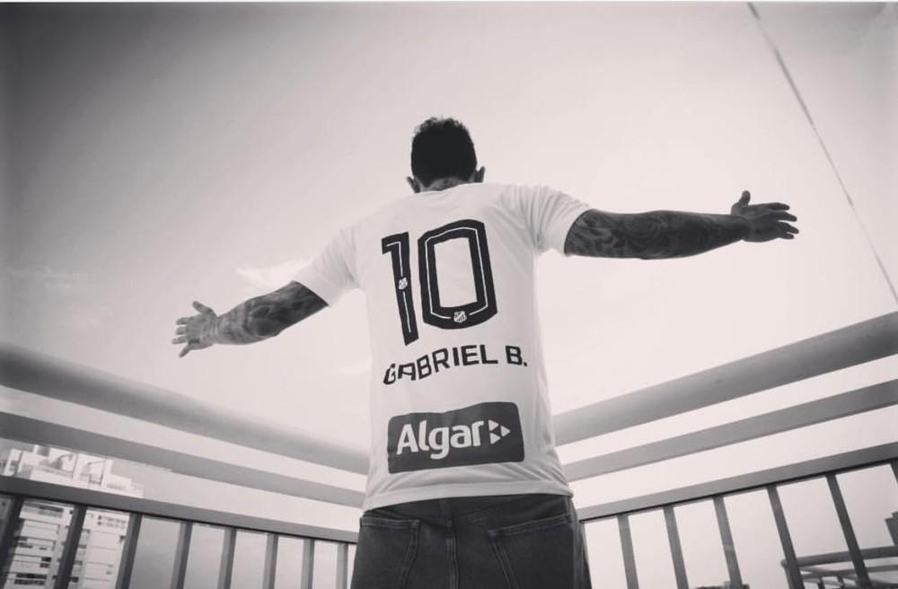 Santos confirma regresso de Gabigol
