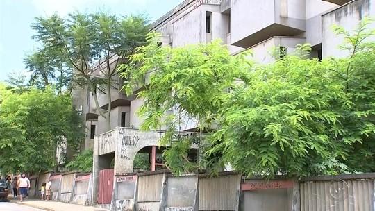 Prédio de antigo hospital está abandonado e preocupa moradores
