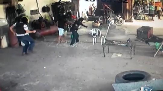 Três homens encapuzados invadem oficina e matam mecânico a tiros no Ceará; veja vídeo