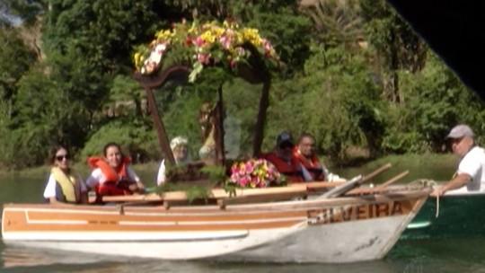 Celebração à Nossa Senhora da Escada é marcada por procissão fluvial no Rio Paraíba do Sul, em Guararema