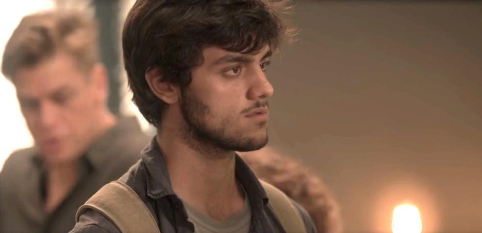 Jonatas fica surpreso com atitude de Eliza e vai embora — Foto: TV Globo
