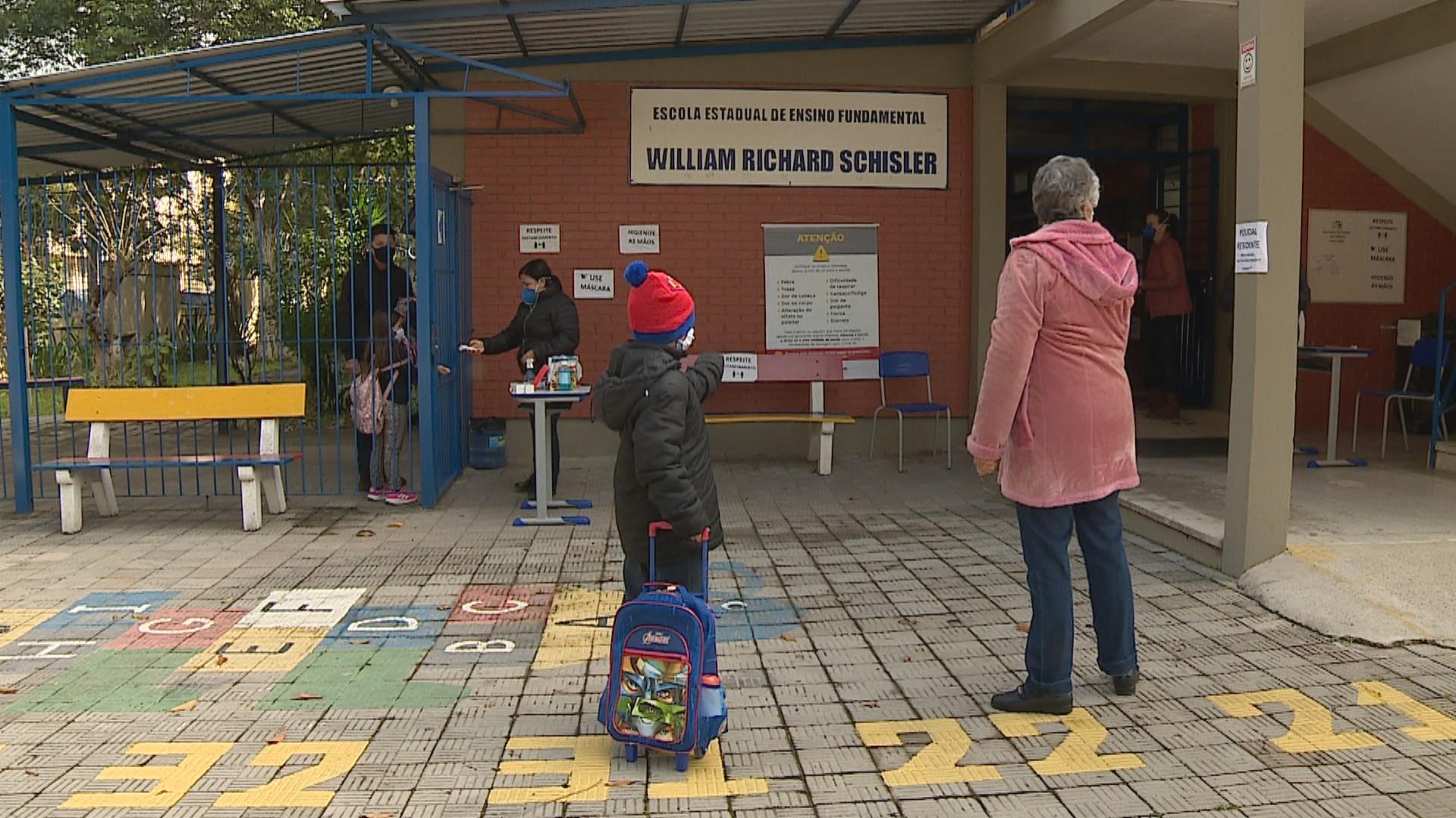 Escolas estaduais do RS retomam aulas do 2º semestre; 342 seguem em regime de plantão, diz Seduc