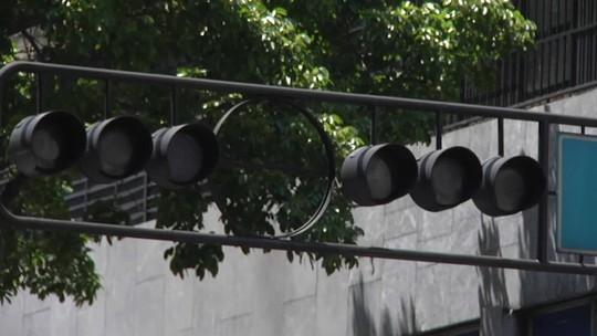 Novo apagão deixa 17 estados sem luz na Venezuela e Maduro culpa EUA