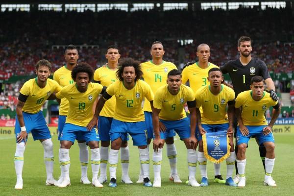 Equipe titular do Brasil em amistoso com a Áustria  (Foto: Reprodução Facebook/Lucas Figueiredo/CBF)