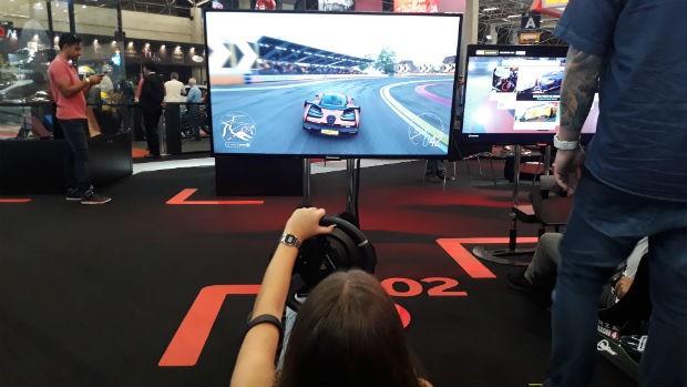 Simulador McLaren no Salão (Foto: Maria Clara Dias/ Autoesporte)