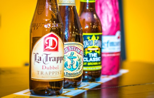 La Trappe Dubbel, Anchor Steam Beer, Dead Frog Nut Brown Ale e Liefmans Cuvée Brut