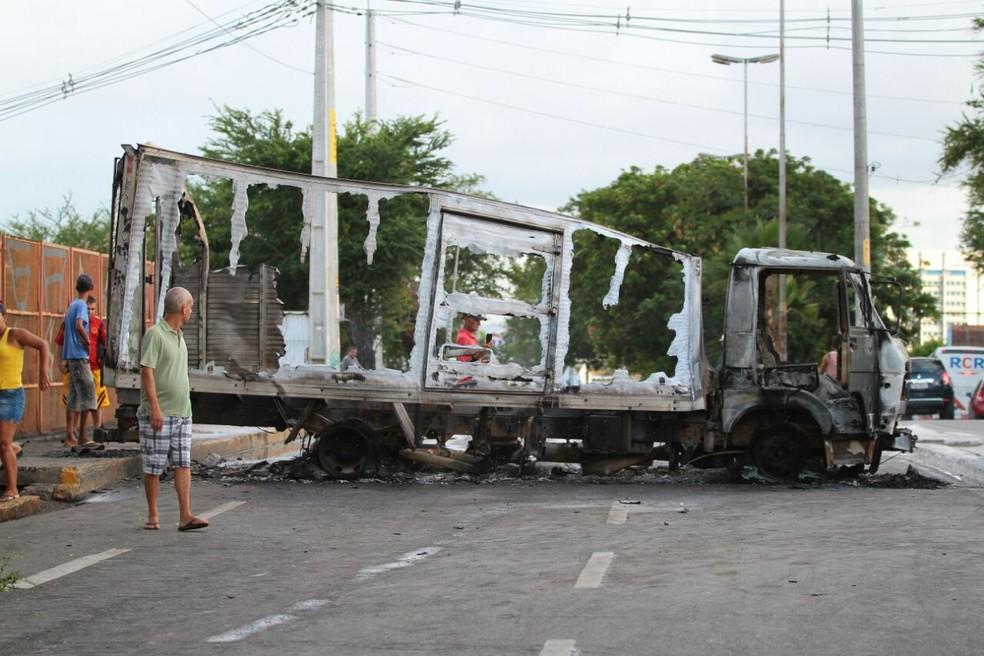 Assalto a transportadora de valores termina em tiroteio no Recife (Foto: Marlon Costa/Pernambuco Press)