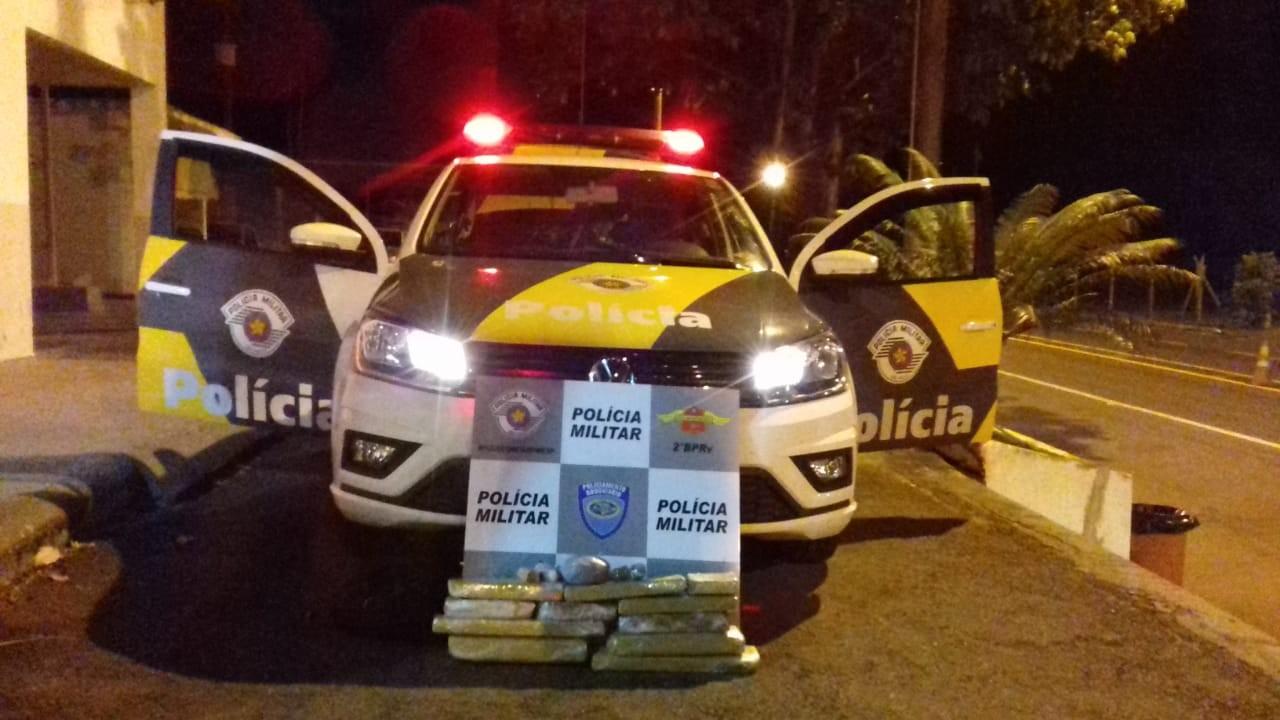 Mala com tabletes de maconha é apreendida durante abordagem da Polícia Militar Rodoviária em Adamantina