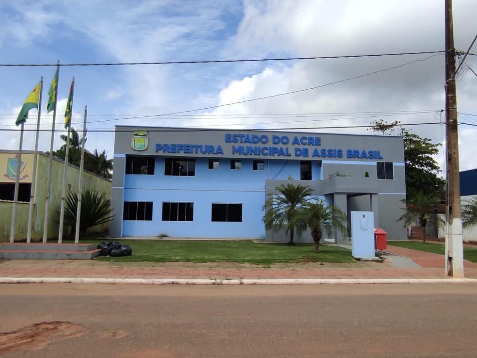 Prefeitura de Assis Brasil divulgou edital para contratação de equipes para educação infantil — Foto: Aline Nascimento/G1