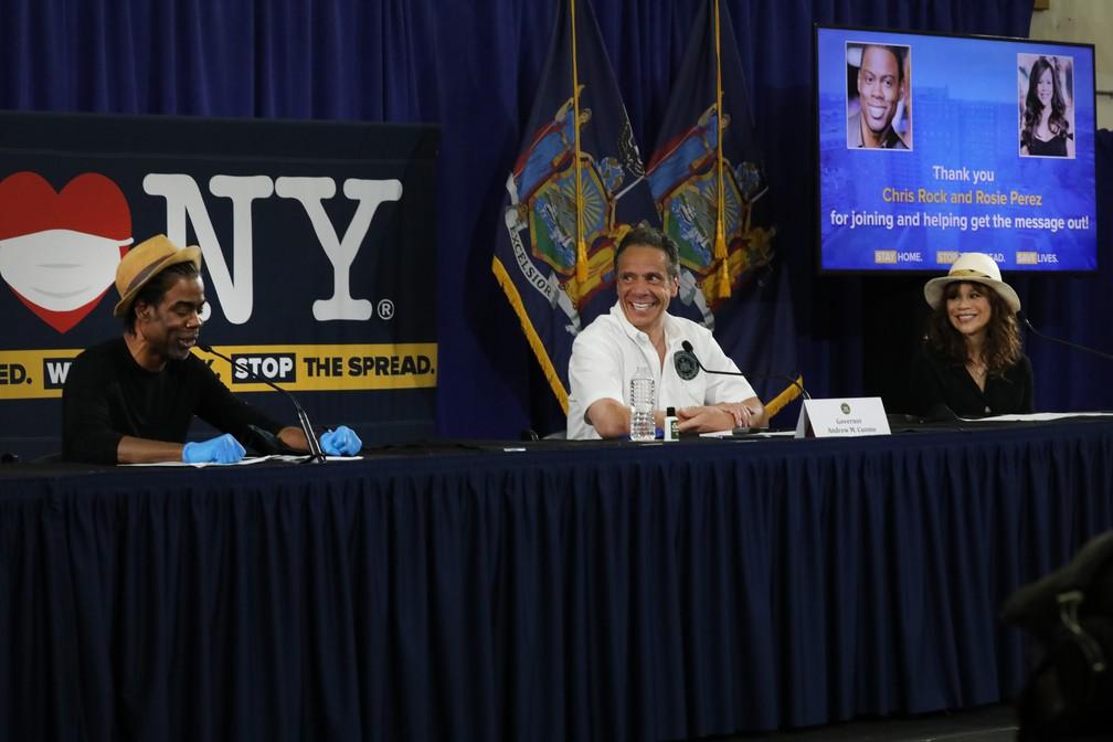 Chris Rock e Rosie Perez incentivam usam de máscara durante participação em evento com governador de NY — Foto: Getty Images via AFP