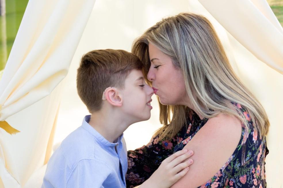 Mãe tatua aparelho auditivo em homenagem ao filho em Jundiaí — Foto: Dayane Maretto/Arquivo pessoal