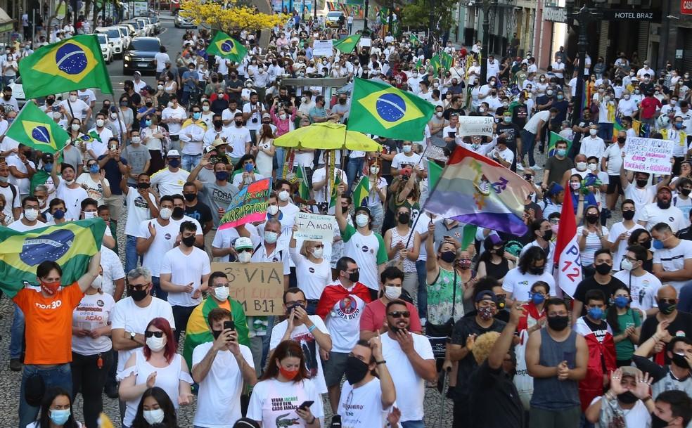 Ato contra o presidente Jair Bolsonaro, no Centro de Curitiba — Foto: Giuliano Gomes/PRPress