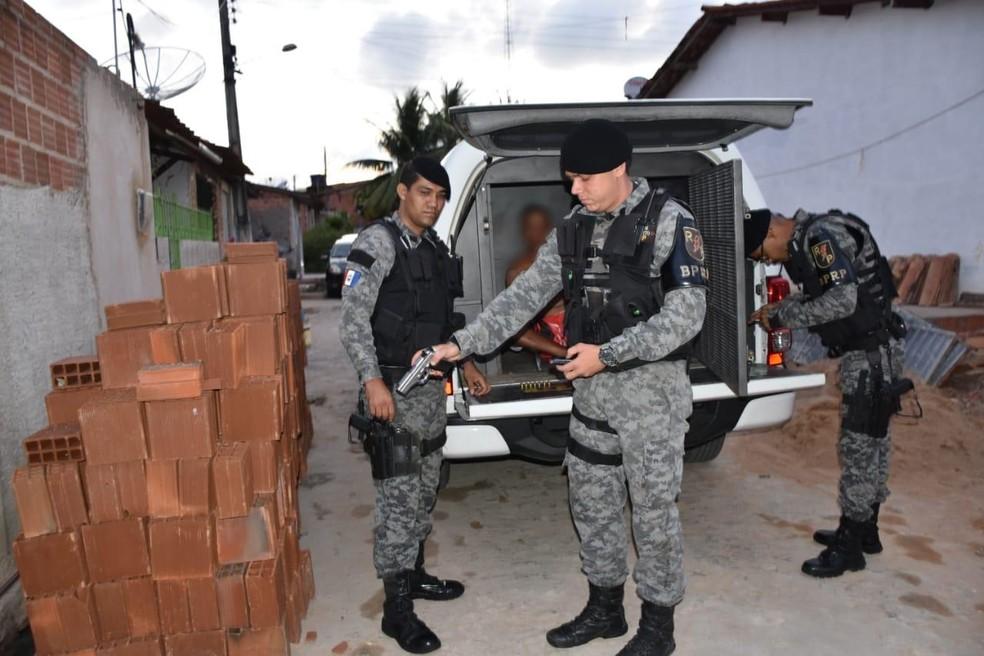 Suspeitos são presos pela polícia durante operação em Alagoas, nesta terça-feira (4) — Foto: MP-AL
