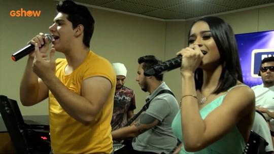 Conde do Forró participa de um show ao vivo na FM93