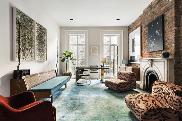 Décor do dia: home office em estilo eclético com tijolinho e animal print