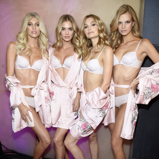Modelos no backstage do Victoria's Secret Fashion Show 2017 (Foto: Getty Images)