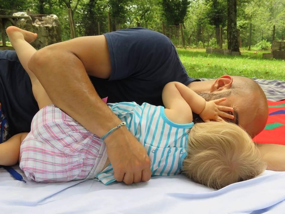 Ele sabia que queria ser seu pai desde quando o pegou nos braços, quando ela tinha um mês (Foto: Reprodução/ Facebook)