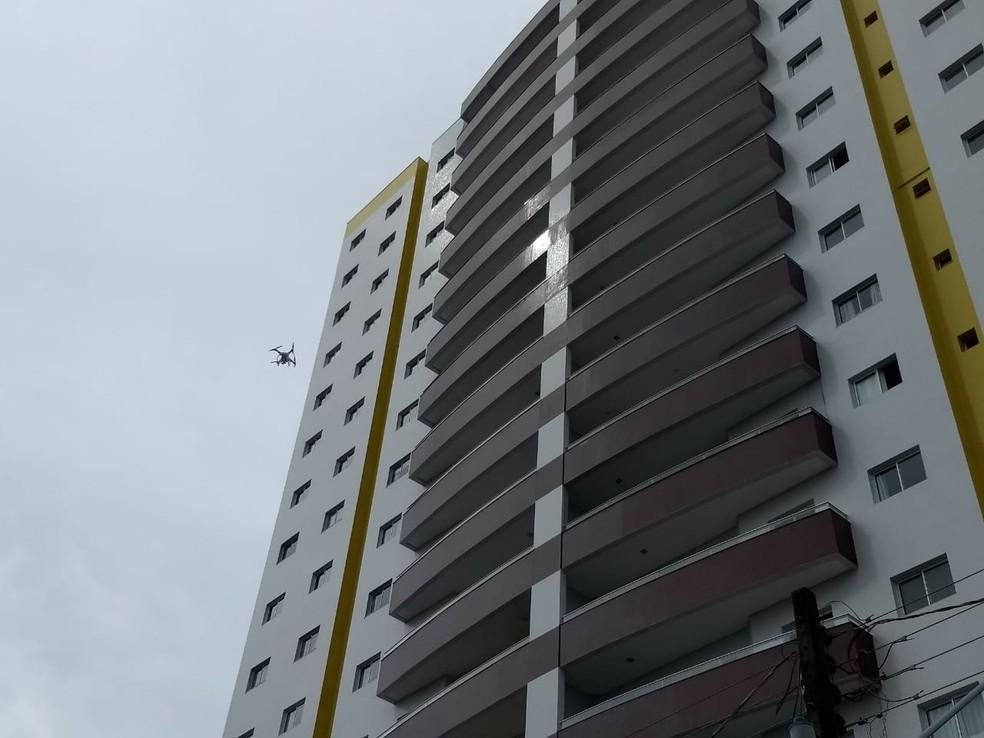 Drone ajuda em perícia particular no prédio de Tatiane Spitzner (Foto: Murilo Souza/RPC)