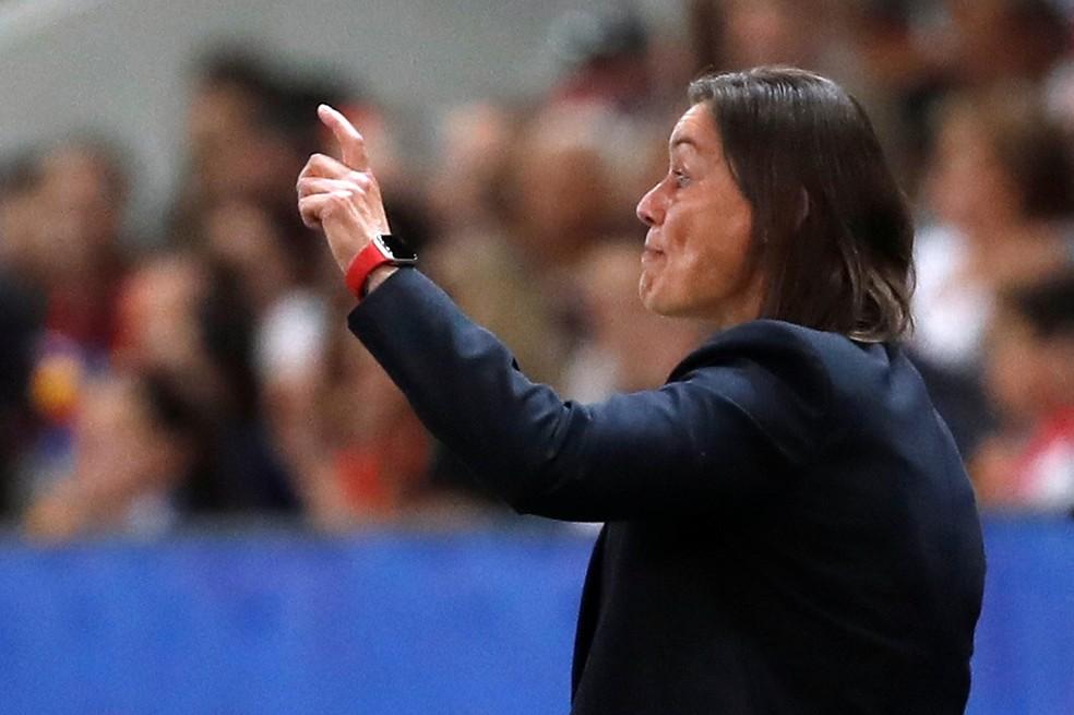 Corinne Diacre no comando da seleção da França — Foto: REUTERS/Eric Gaillard