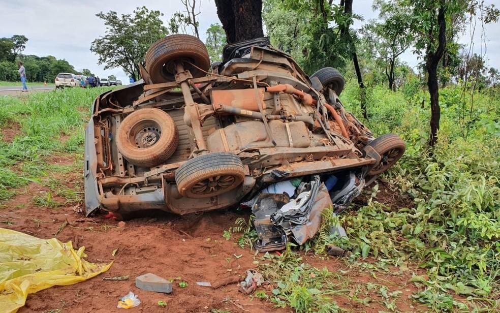 Casal e criança morrem em acidente na BR-364, em Jataí — Foto: Divulgação/CBM GO
