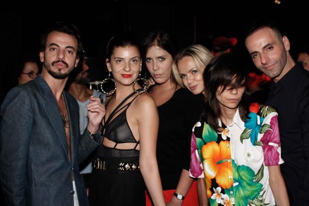 Eliana com amigos em casa noturna em São Paulo (Foto: Daniel Silva / AgNews)