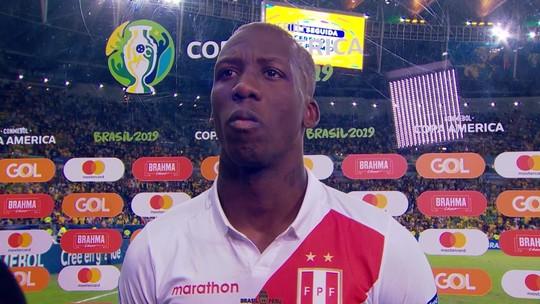 Jogador do Peru se emociona, chora e interrompe entrevista; vídeo