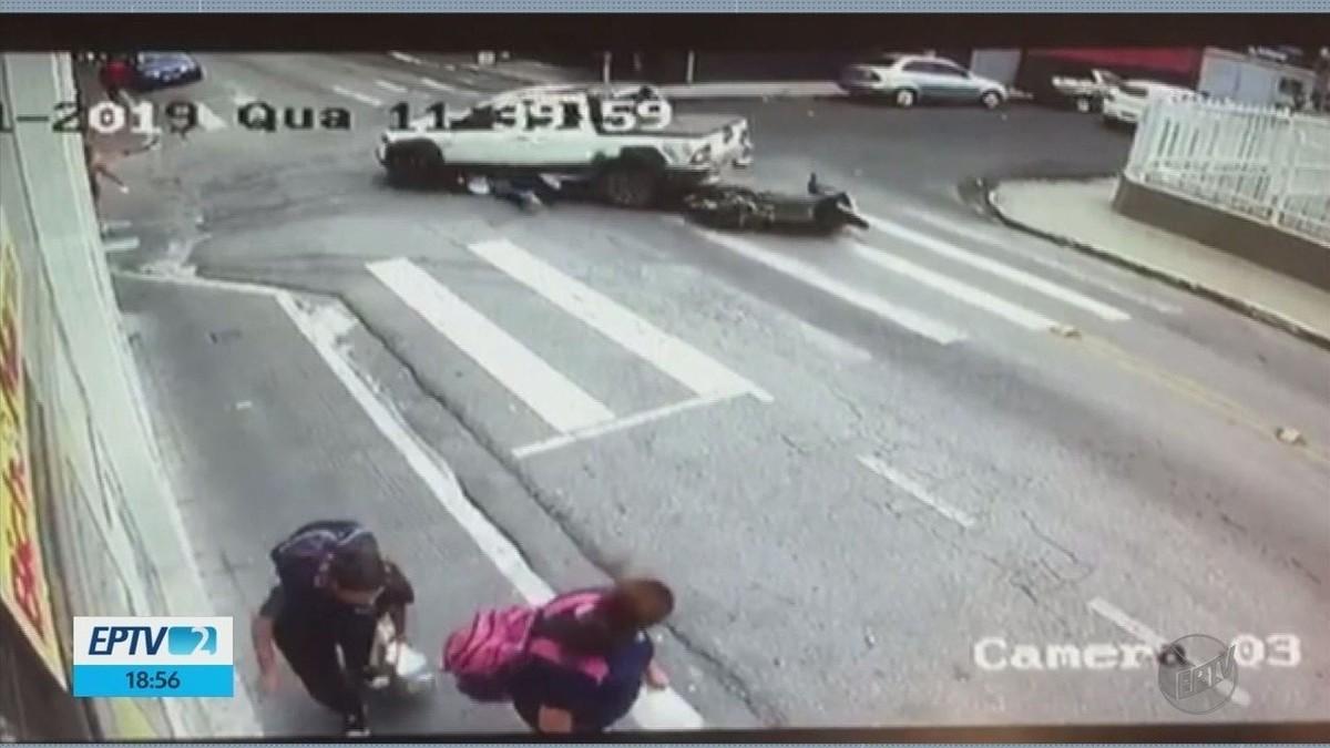 Carro passa por cima de motociclista, que sobrevive em Pouso Alegre; veja o flagrante - G1