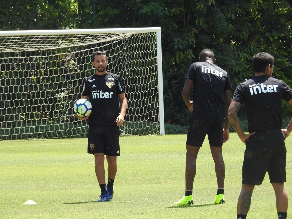 Nenê participa de treino no CT do São Paulo — Foto: Marcelo Hazan