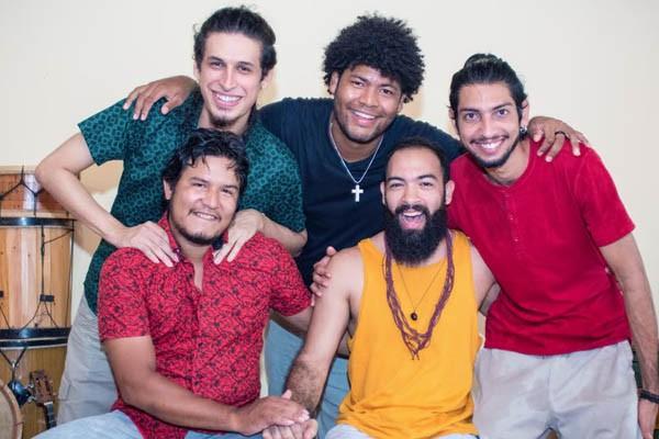 Banda na Cuíra e mestres da guitarrada encerram projeto 'Cultura de Fé' com show nesta sexta