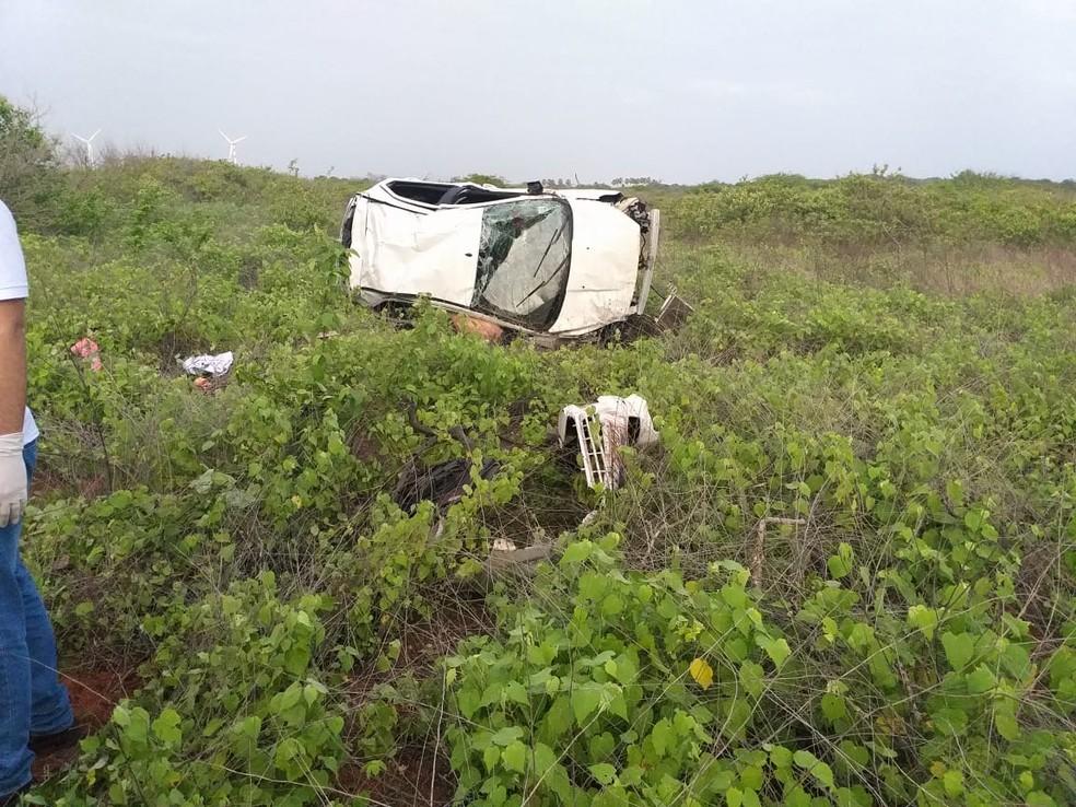 Durante tentativa de resgate, motorista capotou carro e um dos homens baleados durante o assalto em Areia Branca, RN, morreu — Foto: Marcelino Neto/O Câmera