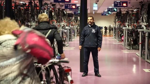 Garagem de bicicletas tem capacidade para mais de 12 mil veículos (Foto: Reprodução/Bycs.org)