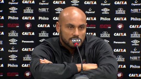 Jonathan encontra lugar no Atlético-PR e engata sequência com Tiago Nunes
