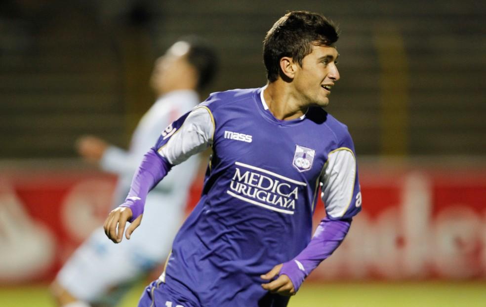 Fla propõe herdar dívida do Cruzeiro com o Defensor, clube formador de Arrascaeta — Foto: AP