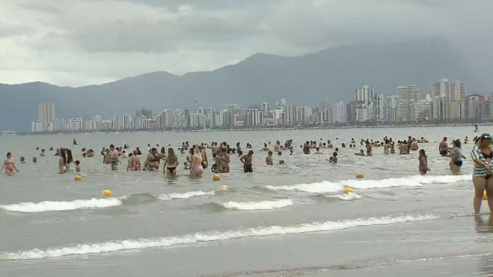 Praias da cidade ficaram liberadas durante ano novo — Foto: Reprodução/ TV Tribuna