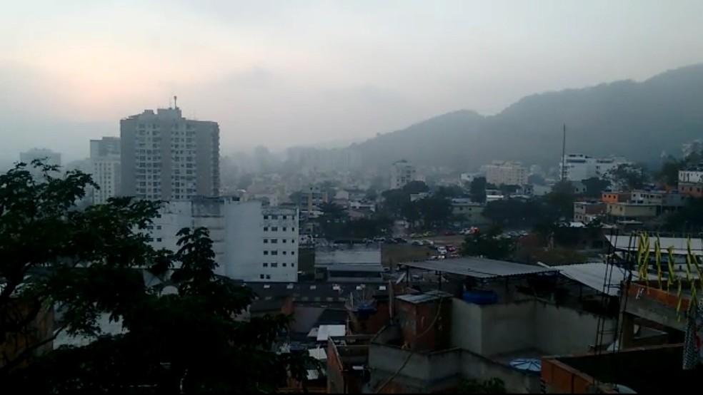 Intenso tiroteio assusta moradores no entorno do Morro dos Macacos (Foto: Reprodução / redes sociais)