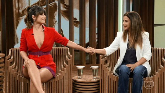 Paula Fernandes e mãe se emocionam ao lembrar o dia em que a cantora decidiu se suicidar