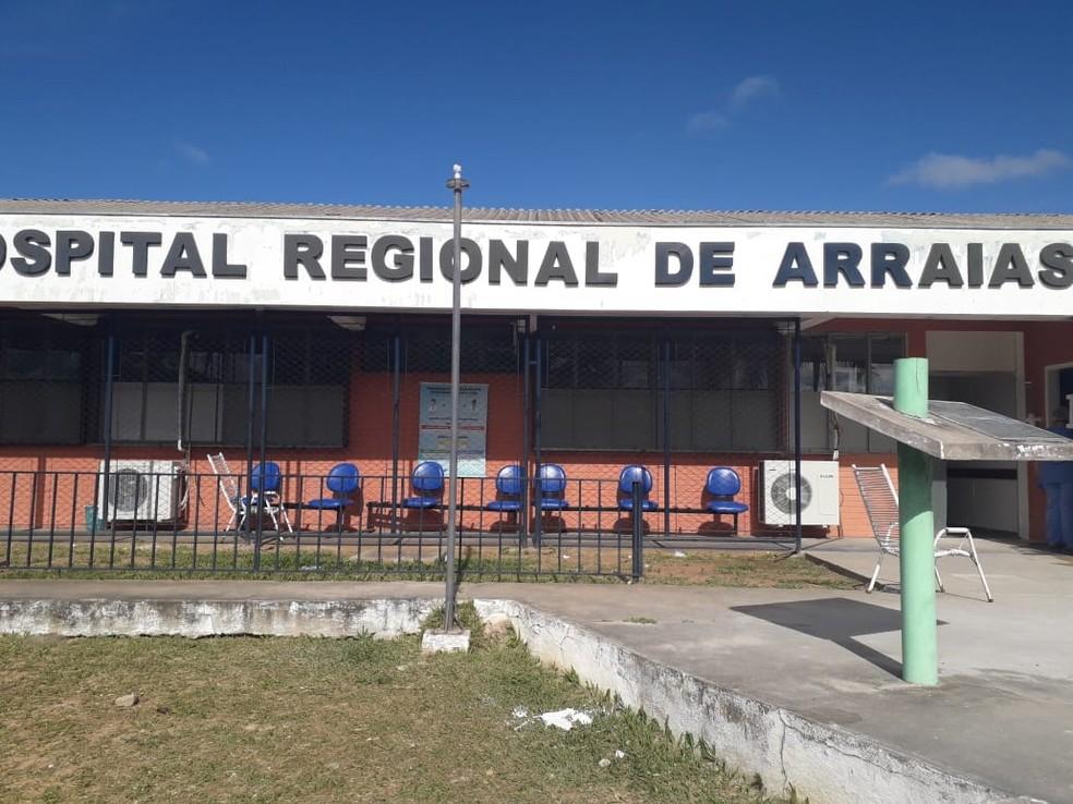 Pacientes fazem triagem do lado de fora do hospital— Foto: Divulgação/Oscar Alves