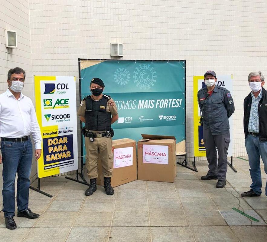 PM e Corpo de Bombeiros recebem doação de máscaras em Itaúna
