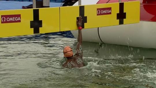 Mesmo desclassificado, atleta do Sudão completa a prova de 5km e sai aplaudido no Mundial; vídeo