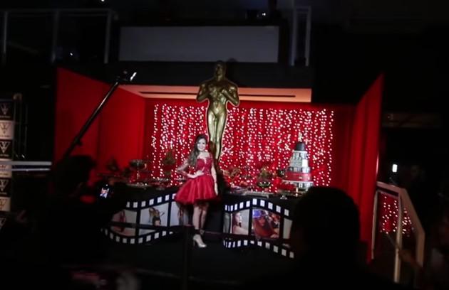 O tema da festa era Oscar, com direito a estatuetas e tapete vermelho (Foto: Reprodução / YouTube)