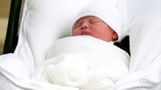 Filho mais novo do príncipe William e duquesa de Cambridge vai ser batizado nesta segunda