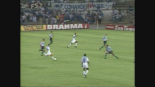 Você se lembra? Ricardinho faz golaço, e Cruzeiro goleia o Coelho na Série A de 1998