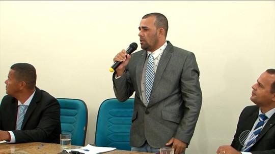 Após ser preso com drogas, vereador é aplaudido em 1ª sessão na Câmara