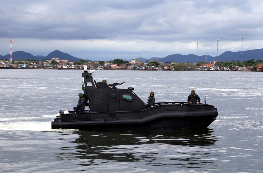 Lancha 'Mangangá', da Marinha do Brasil, tem 9 metros de comprimento — Foto: José Claudio Pimentel/G1