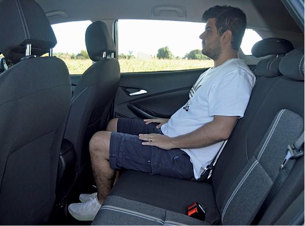 Chevrolet Tracker - Tracker oferece mais espaço para quem viaja atrás e tem cintos de três pontos para todos (Foto: André Schaun)