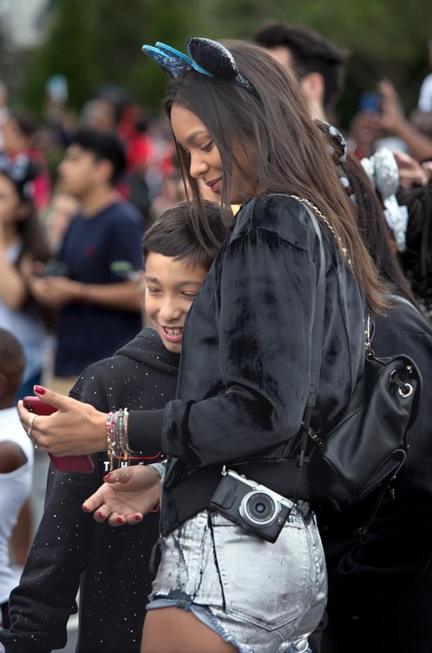 Modelo Laís Ribeiro e o filho Alexandre se divertem na Disney (Foto: Divulgação / Walt Disney World )