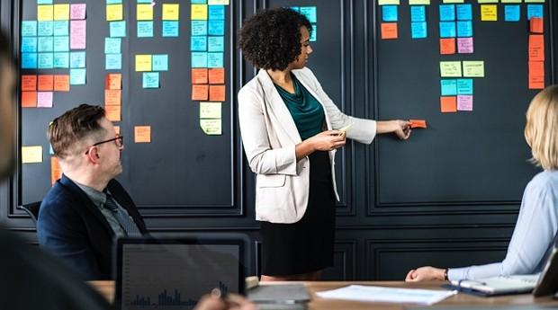 Apresentação; reunião; negócios (Foto: Pexels)