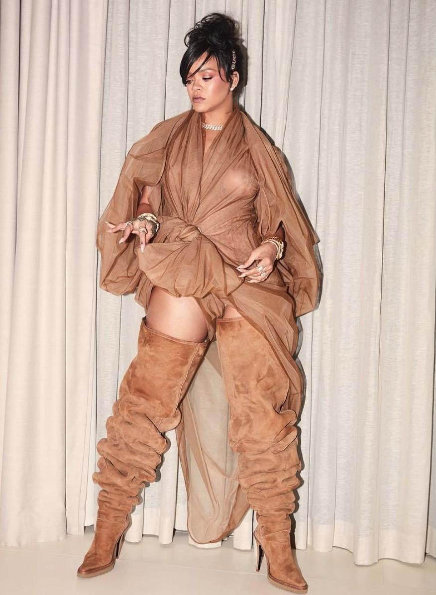 Rihanna e as botas da Y-Project em parceria com a Ugg (Foto: Instagram Rihanna/ Reprodução)