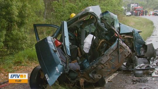 Acidente entre carros deixa sete mortos na BR-267
