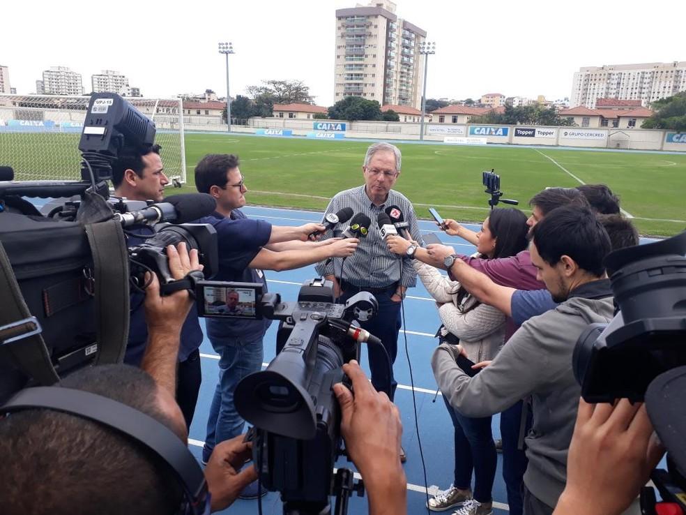 Carlos Eduardo Pereira deu coletiva antes do treino (Foto: Divulgação / Botafogo)